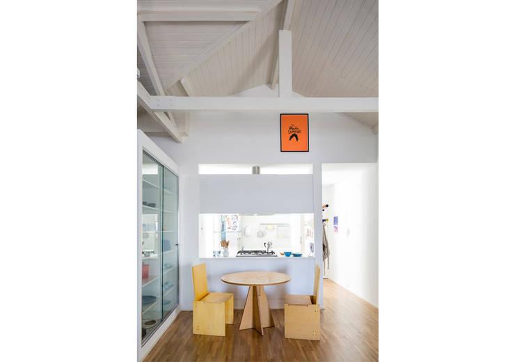 Столовые комнаты в . Автор – RSRG Arquitetos, Минимализм Дерево Эффект древесины