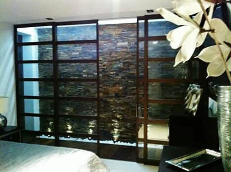 Pasarela al baño y vestidor: Dormitorios de estilo  de IC & AIR ·Arquitectura ·Interiorismo ·Reformas