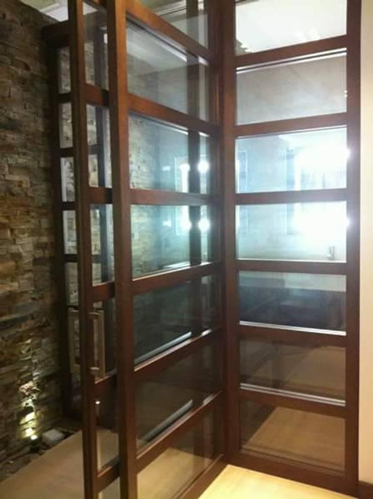 Entrada a Aseo: Dormitorios de estilo  de IC & AIR ·Arquitectura ·Interiorismo ·Reformas