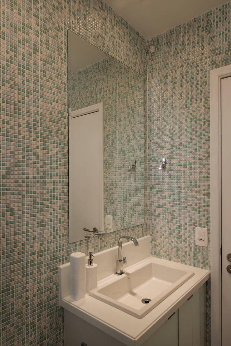 Banheiro Social: Banheiros modernos por arqMULTI