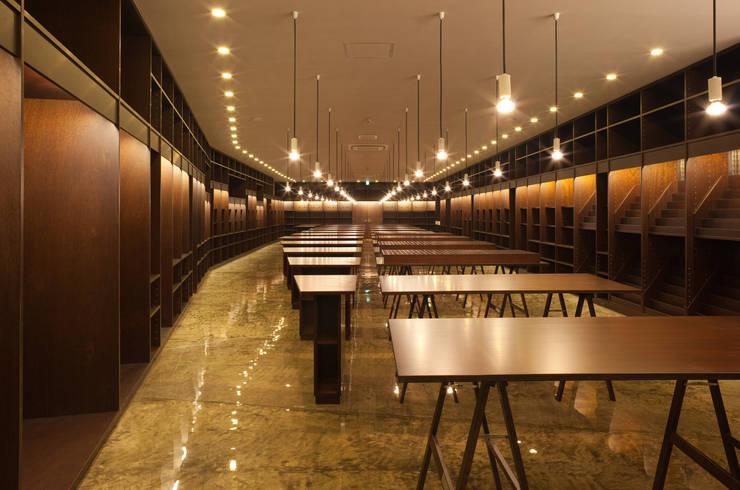 JIMUKI: 原口剛建築設計事務所が手掛けた書斎です。