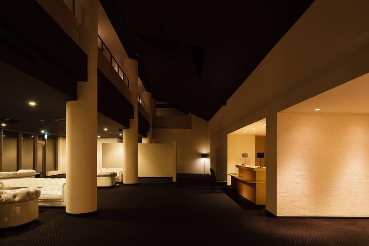 浦島東館: 原口剛建築設計事務所が手掛けたリビングです。,
