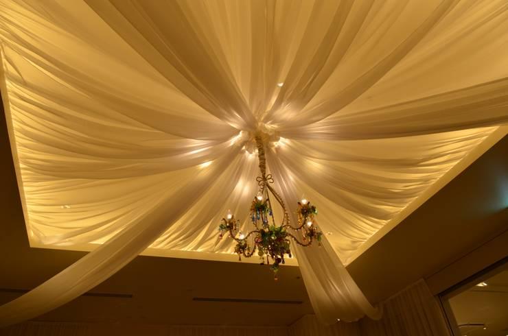 結婚式場: 株式会社インデコが手掛けた折衷的なです。,オリジナル