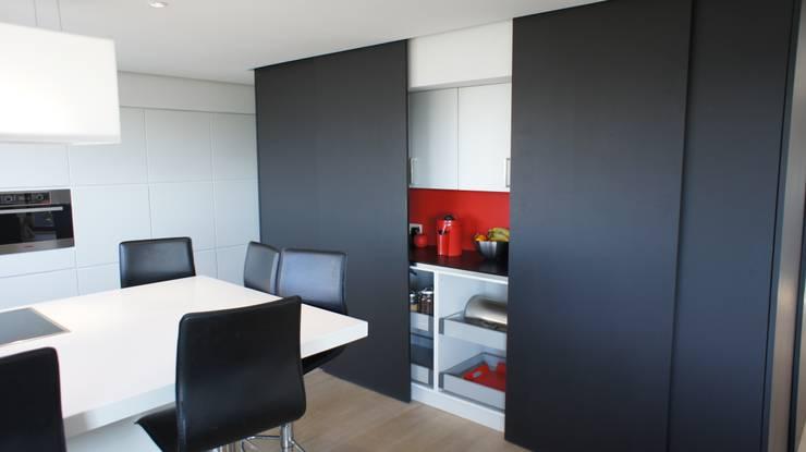 Cuisine: Cuisine de style de style Moderne par Bureau d'Architectes Desmedt Purnelle