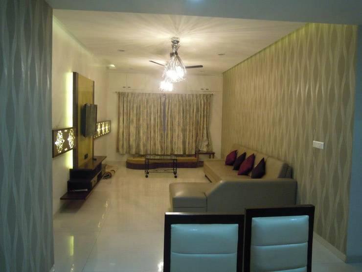 Punjabi's Residence.:  Living room by MAVERICK Architects