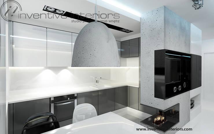 Biało szara kuchnia: styl , w kategorii Kuchnia zaprojektowany przez Inventive Interiors
