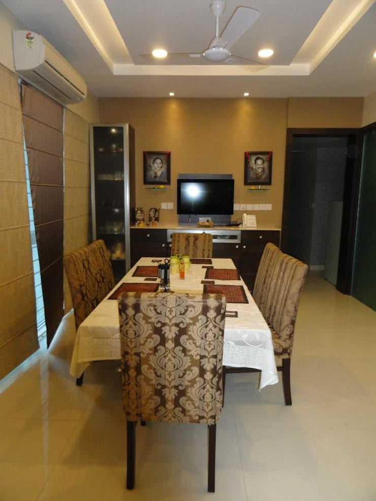 Amanora:  Dining room by MAVERICK Architects,