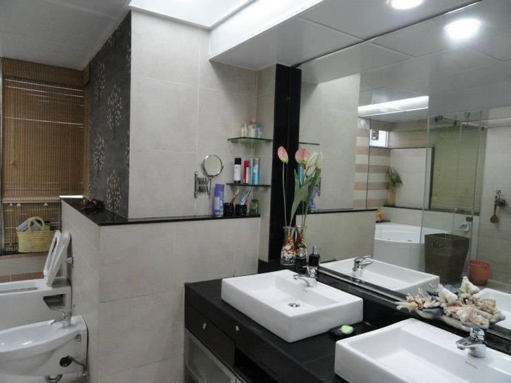 Amanora: modern Bathroom by MAVERICK Architects