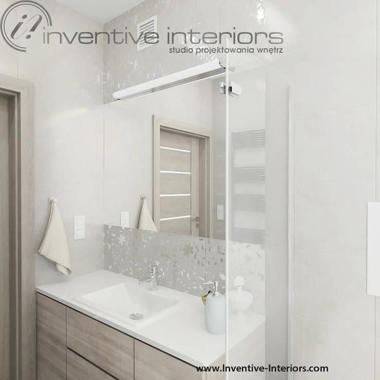 Mała jasna łazienka: styl , w kategorii Łazienka zaprojektowany przez Inventive Interiors