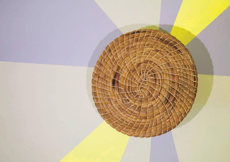 Tomasa: Salas/Recibidores de estilo  por Rodolfo Agrella Design Studio