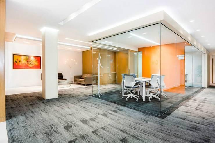 Orbis: Oficinas y Tiendas de estilo  por FR ARQUITECTURA SAS