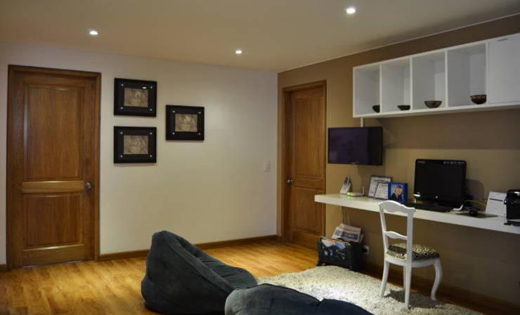 APARTAMENTO 94: Estudios y despachos de estilo  por santiago dussan architecture & Interior design