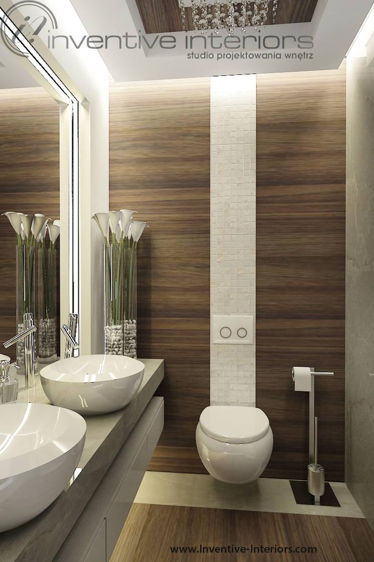 Mała łazienka z drewnem i masą perłową: styl , w kategorii Łazienka zaprojektowany przez Inventive Interiors,Nowoczesny Drewno O efekcie drewna