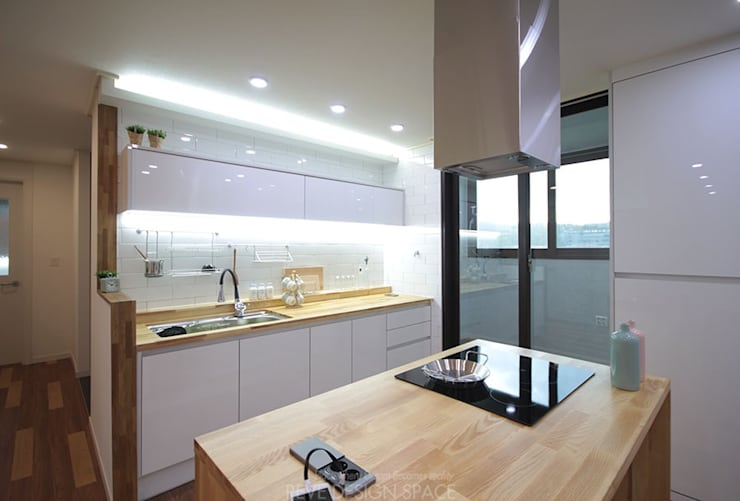 동탄아파트인테리어 능동 푸른마을두산위브 33평 인테리어: 디자인스튜디오 레브의  주방