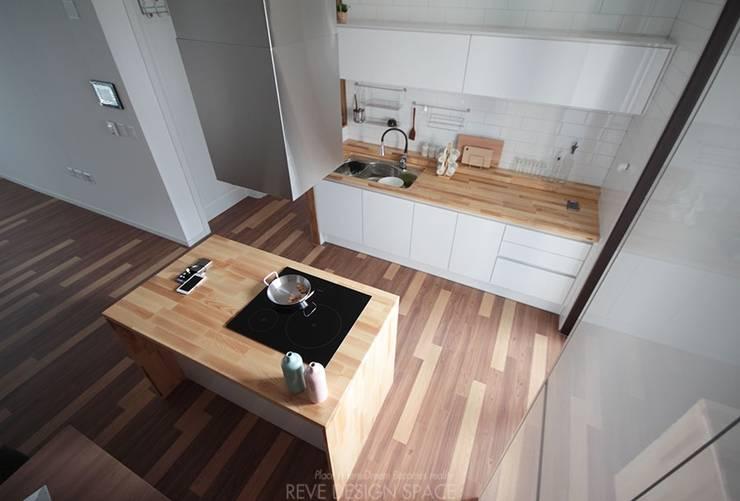 Projekty,  Kuchnia zaprojektowane przez 디자인스튜디오 레브