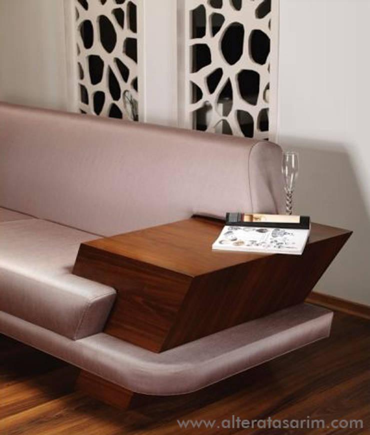 Altera Design Studio – Wings Collection: modern tarz , Modern