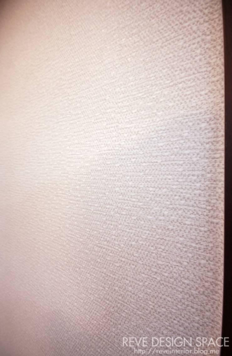 동탄아파트인테리어 능동 푸른마을두산위브 30평 인테리어: 디자인스튜디오 레브의  창문