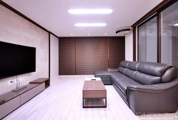 동탄아파트인테리어 능동 푸른마을두산위브 30평 인테리어: 디자인스튜디오 레브의  거실
