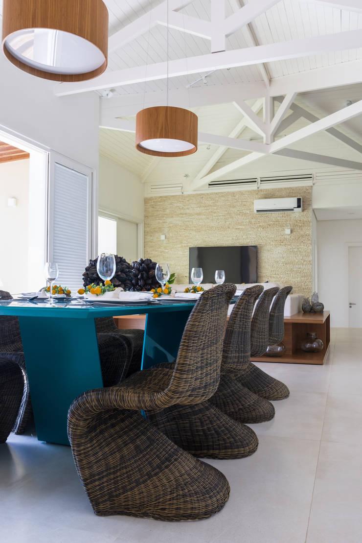 Forro em Madeira: Salas de estar  por Renata Matos Arquitetura & Business