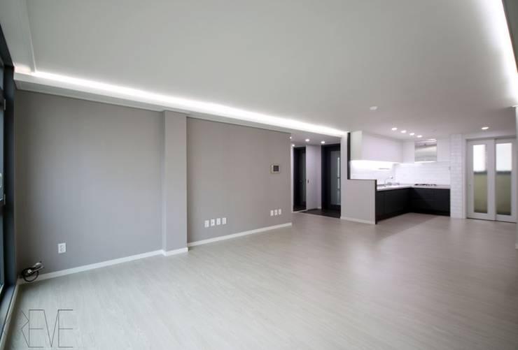 동탄아파트인테리어 반송동 시범다은마을 포스코더샵 33평 인테리어: 디자인스튜디오 레브의  거실,모던