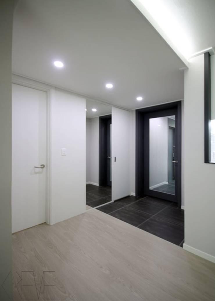 동탄아파트인테리어 반송동 시범다은마을 포스코더샵 33평 인테리어: 디자인스튜디오 레브의  복도 & 현관