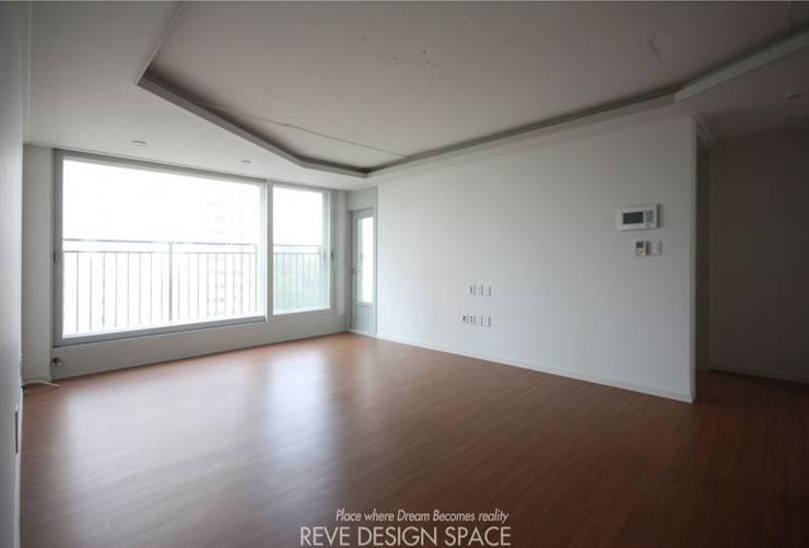 동탄아파트인테리어 시범다은마을 월드메르디앙 24평 인테리어: 디자인스튜디오 레브의  거실