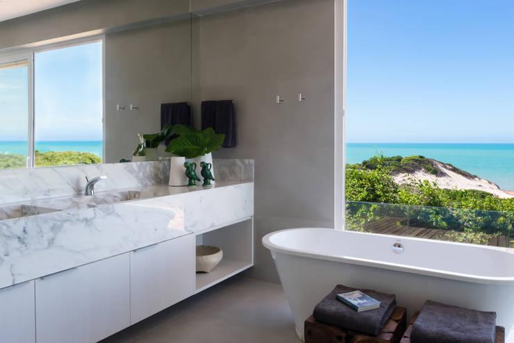 Casa WR: Banheiro  por Renata Matos Arquitetura & Business