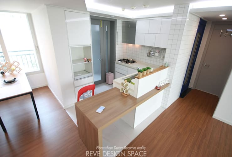 동탄아파트인테리어 시범다은마을 월드메르디앙 24평 인테리어: 디자인스튜디오 레브의  다이닝 룸