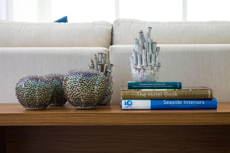 Casa WR: Sala de estar  por Renata Matos Arquitetura & Business
