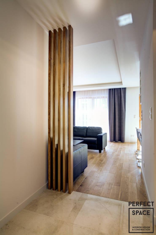 Klimat pod wynajem: styl , w kategorii Salon zaprojektowany przez Perfect Space,Klasyczny