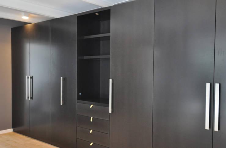 Loft C: Dressing de style de style Moderne par CreArte