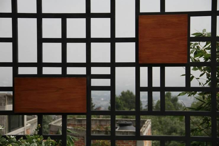 Celosía: Terrazas de estilo  por VOLEVA arquitectos
