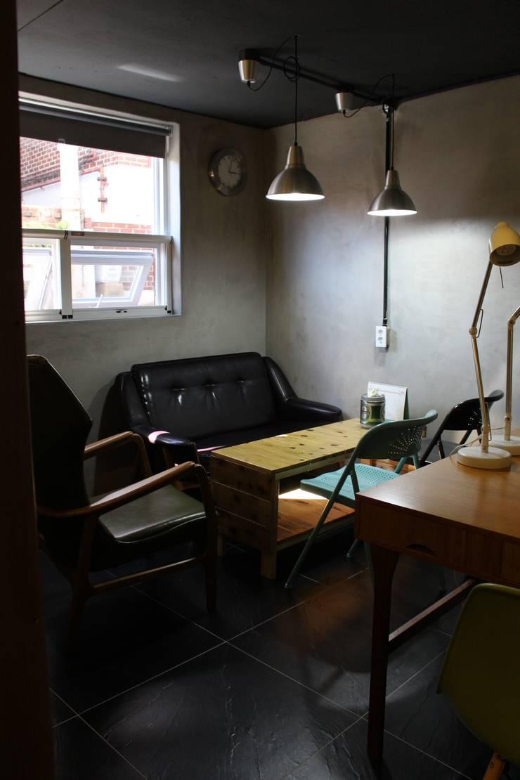 답십리 주택: atelier mandlda의  서재 & 사무실