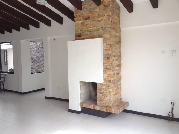 Salas / recibidores de estilo  por Andrés Hincapíe Arquitectos  A H A