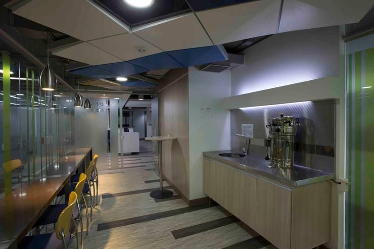 Zona de Cafe: Cocinas de estilo  por Qualittá Arquitectura