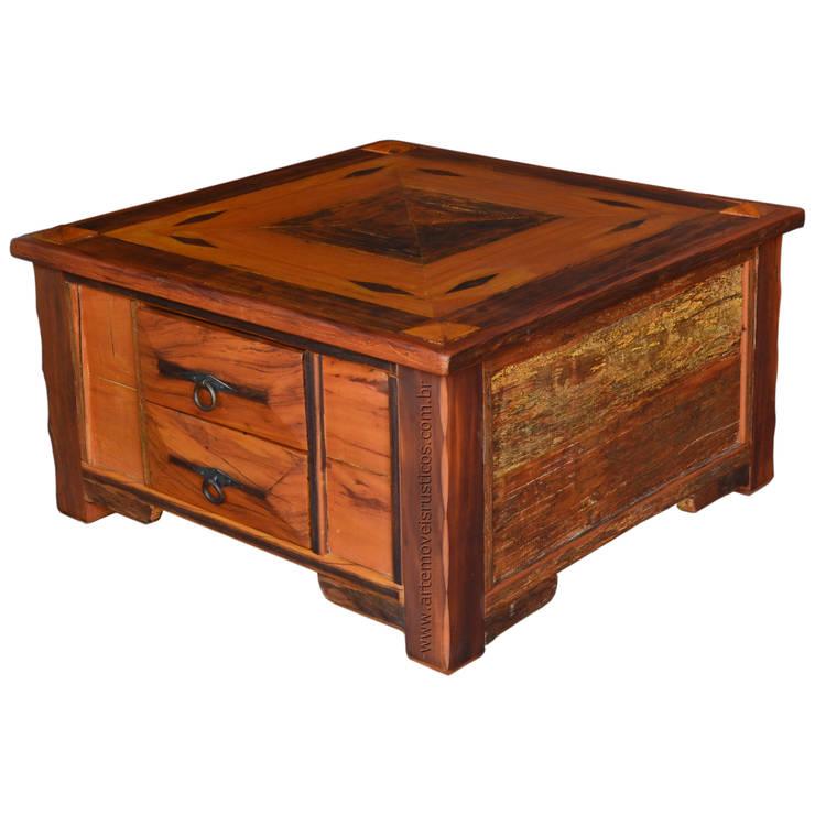 Mesa de centro em Marchetaria, com 4 gavetas, recortes e detalhes em relevo - 3150: Sala de estar  por Arte Móveis Rústicos