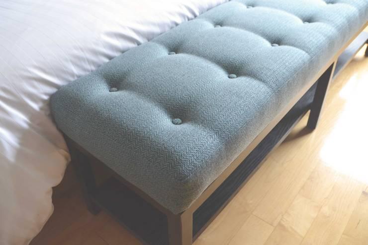 Banca para pie de cama: Recámaras de estilo  por CuboB Arquitectura de Interiores