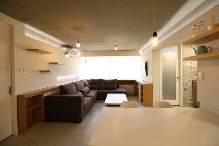Apto. 42:  de estilo  por minima design & architecture studio