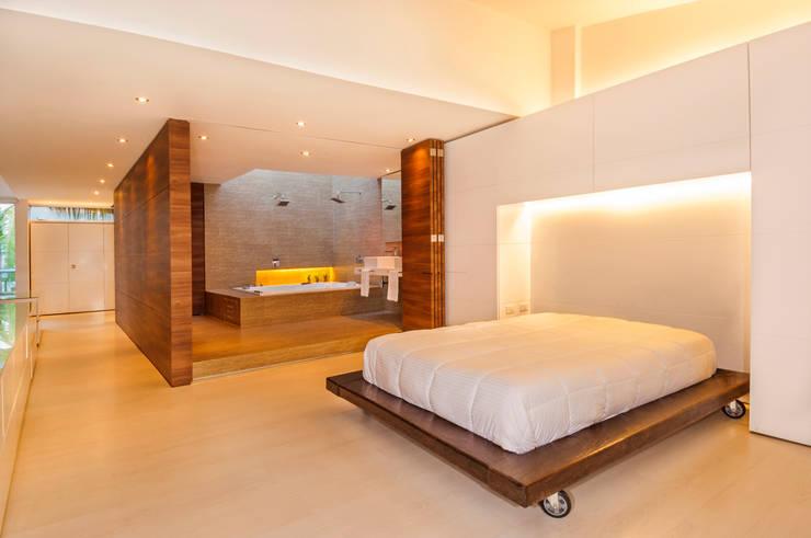 Casa Palmeral: Habitaciones de estilo  por FR ARQUITECTURA S.A.S.