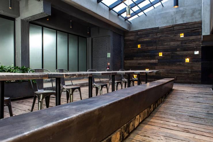 Patio interior y lobby Locaciones para eventos de estilo industrial de Barnabé Bustamante Ludlow Arquitectos Industrial Hierro/Acero