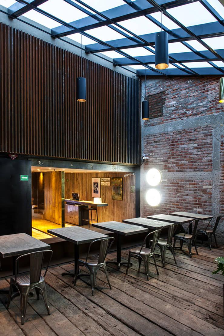 Taquilla!!! Bares y clubs de estilo industrial de Barnabé Bustamante Ludlow Arquitectos Industrial Mármol