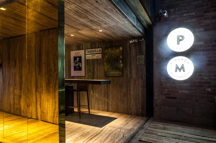 Travertino y Latón Locaciones para eventos de estilo industrial de Barnabé Bustamante Ludlow Arquitectos Industrial Cobre/Bronce/Latón