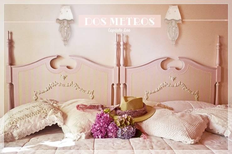 Camas: Dormitorios de estilo  por Capítulo Dos