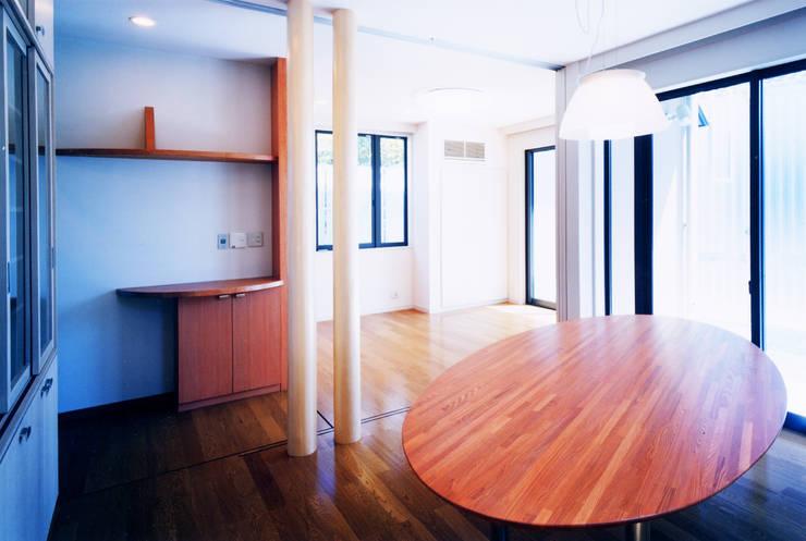 旗竿敷地のな家: ユミラ建築設計室が手掛けたダイニングです。,