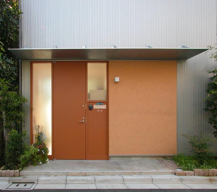 Corridor & hallway by ユミラ建築設計室, Modern