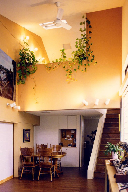 アトリエのある趣味をいかす家: ユミラ建築設計室が手掛けたダイニングです。