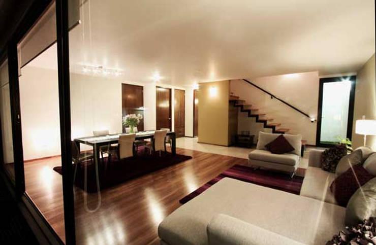 Casa Coyoacán Monserrat: Salas de estilo  por ARQUITECTURA SOSTENIBLE