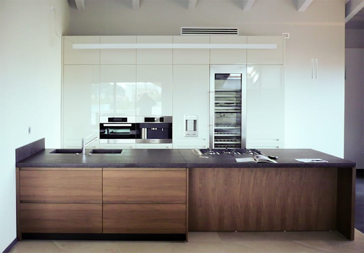 Attico Londra: Cucina in stile  di Manufactory