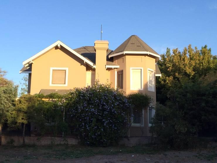 Club de Campo - Casa Estilo Ingles: Casas de estilo  por Mzm Propiedades