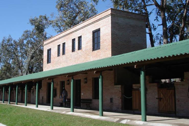 Línea Pisos y Cubiertas Eternit Casas modernas: Ideas, imágenes y decoración de ramiro.amarante Moderno